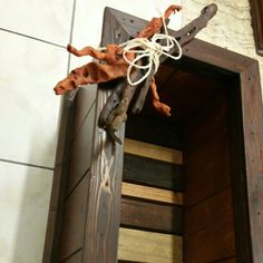 Un bellissimo cassettone realizzato con legno di recupero. ....ideale come portafiori oppure come portalegna 😊