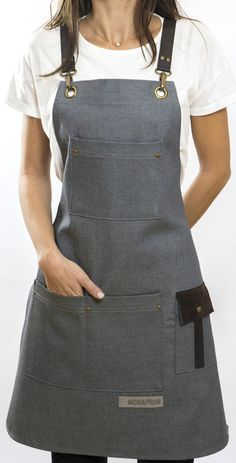 Denim ontwerp BIB schort lederen zakken verstelbare riem   Etsy Jean Apron, Leather Apron, Sewing Aprons, Bib Apron, Apron Designs, Barista, Refashion, Diy Clothes, Denim