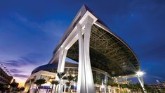 The combination of Fluropon in Regal White and cool Silversmith allows for the Marlins Park to stand out among the busy commercial skyline and provides an elite contrast to the grassy baseball diamond within.  Coatings: Silversmith, Regal White Architect: Populous Metal Panels: CENTRIA #marlinspark #architecturalcoatings #architecturalfinishes #coilcoatings #colorusobsessed #Fluropon #swcoilcoatings Metal Panels, Building Structure, Contrast, Buildings, Commercial, Skyline, Exterior, Baseball, Cool Stuff