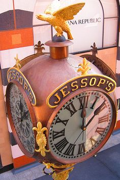 I love this clock since I've lived in San Diego all my life .. I even remember when it was in front of the old Jessop's store  ...such good memories ..Horton Plaza ~ San Diego, CA