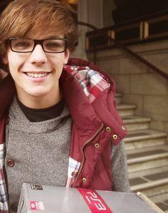 Louis Tomlinson is adorable :) Niall Horan, Zayn, Louis Tomlinsom, Louis And Harry, Larry Stylinson, Louis Williams, Irish Boys, Dan And Phil, Liam Payne