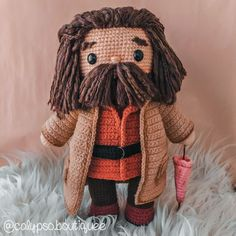 Hagrid from Harry potter made amigurumi.. isn't he cute? Crochet Amigurumi Free Patterns, Crochet Animal Patterns, Crochet Doll Pattern, Crochet Dolls, Crochet Yarn, Cute Crochet, Crochet Crafts, Crochet Projects, Harry Potter Crochet