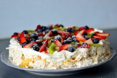 Bakekona - Lidenskap for en sunn livsstil Cookie Desserts, No Bake Desserts, Norwegian Food, Norwegian Recipes, Scandinavian Food, Berry Cake, Pavlova, Rice Krispies, Let Them Eat Cake