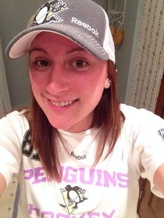 Twitter fan @Laurrrr_41 in #HockeyFightsCancer gear.