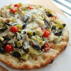 Pin this Greek Chicken Pizza for the next time you need a quick and healthy Weekday Supper. Find more dinner recipes like this one at www.sundaysuppermovement.com. #WeekdaySupper