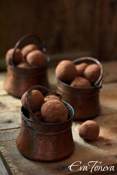 Chocolate cherry truffles...beautiful little pots of chocolate/cherry love.  In Bulgarian.