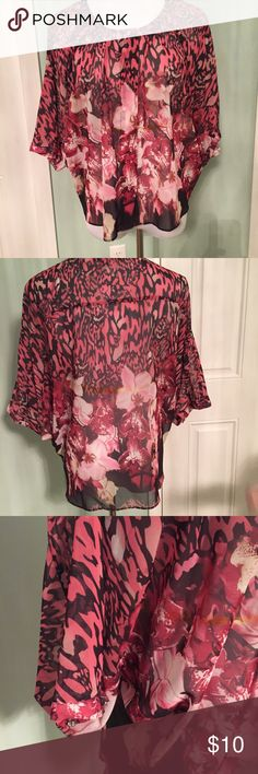 Jennifer Lopez Small Floral Top - Adorable! So cute! Sheer material, size Small by Jennifer Lopez Jennifer Lopez Tops Blouses