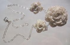 Silver wire crochet rose necklace- gehäkelte Kette aus Silberdraht | por GlamCro