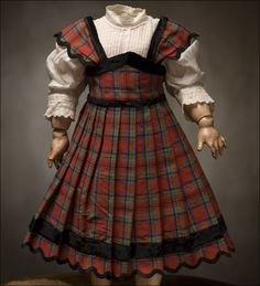 "Dress for 19"" doll"