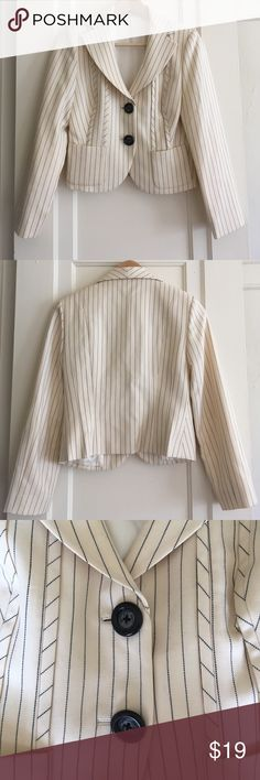 Striped blazer Vintage pin striped cream-colored wool blend blazer is fully lined with cream-colored satin. I bought this at a vintage store, had it dry cleaned, and haven't worn it once 😊 It's in immaculate condition and looks like it's never been worn! Fits like a dream. Vintage Jackets & Coats Blazers