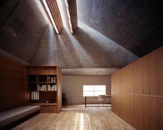 Tamotsu Teshima, House in Kamiochiai Japanese Architecture, Light Architecture, Interior Architecture, Interior And Exterior, Interior Design, Modern Japanese Interior, Gable Roof Design, Detached House, Building Design