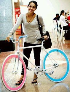fixi bike get style Fixi Bike, Bicycle Girl, Bike Art, Bicycle Paint Job, Bicycle Painting, Baby Bike, Female Cyclist, Push Bikes, Bike Style