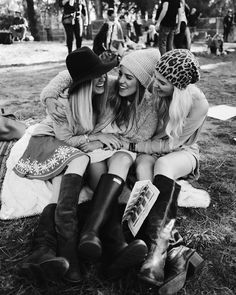 Boots and bluegrass today at Hardly Strictly with my girls @jordanplusjones @natpaigecamp #hardlystrictly #sanfrancisco #mygirls #weekendactivities #saturday by juliahengel
