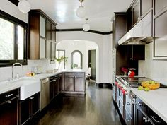Use paint-grade wood in espresso brown instead of stain-grade ebonized wood, and install white ceramic hexagonal tiles to get the look of the diamond Carrara backsplash~!