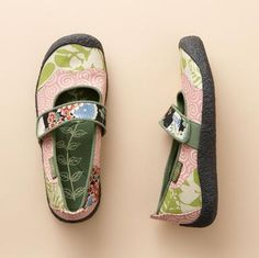 Adorable shoes by Keen, one of my favorite brand of shoes.