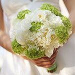 bukiet ślubny: goździki, jaskier