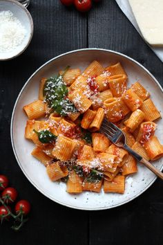 My Little Expat Kitchen: Rigatoni with a rich cherry tomato sauce and spinach Vegetarian Recipes, Cooking Recipes, Healthy Recipes, Healthy Food, Cherry Tomato Sauce, Easy Pasta Recipes, Rigatoni Recipes, Good Food, Yummy Food
