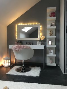 44 Inspiring Minimalist Make Up Room Design Ideas tafel slaapkamer Cute Bedroom Decor, Bedroom Decor For Teen Girls, Room Design Bedroom, Stylish Bedroom, Room Ideas Bedroom, Room Ideias, Dressing Room Decor, Beauty Room Decor, Study Room Decor