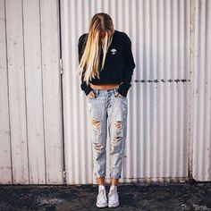 Destroyed Boyfriend Jeans - http://ninjacosmico.com/18-ways-boyfriend-jeans/9/