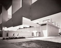 Rudolph's Sarasota High School, Locker Rooms and Gym, photo by Ezra Stoller Architecture Design Concept, Detail Architecture, Architecture Drawing Art, Plans Architecture, Interior Architecture, Kindergarten Architecture, School Architecture, Sarasota High School, Sarasota Beach