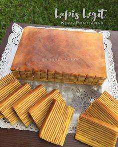Image may contain: 1 person, food Lapis Surabaya, Lapis Legit, Malaysian Dessert, Homemade Dinner Rolls, Indonesian Food, Creative Food, No Bake Cake, Amazing Cakes, Cake Recipes