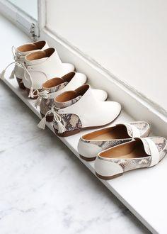 Sézane / Morgane Sézalory - Direction Marseille - White shoes - #sezane www.sezane.com/fr #frenchbrand #frenchstyle #springcollection