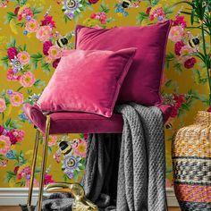 Colourful Living Room, Living Room Colors, New Living Room, Living Room Decor, Pink Bedroom Decor, Bedroom Orange, Accent Wall Bedroom, Magenta Bedrooms, Magenta Walls