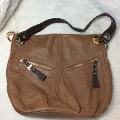 🎉🎉Host Pick🎉🎉 B MAKOWSKY Brown Purse. B MAKOWSKY Brown Purse with darker brown braided strap. Two zippered pockets on front. One cell phone pocket on back. 14 1/2 x 4 1/2 x 12. Approximately 10 inch drop. Inside has one zippered and two open pockets. Small signs of wear on bottom. Leather. B Makowsky Bags