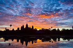 17、柬埔寨  世界聞名的吳哥窟就在柬埔寨,她的神奇、滄桑和美麗無需贅言。而且這個國家正處於發展當中,物價很低,是性價比很高的旅遊目的地。在柬埔寨,一天2美元(HKD 16元)就可以解決食宿問題,而且基本上所有的東西都可以殺價。