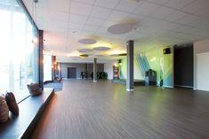 Kursraum Raumdesign -  Akustiklösungen mit indirekter Beleuchtung Lisa, Blog, Conference Room, Hand Railing, Indirect Lighting, Acoustic, Mood, Windows, Blogging