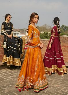 Then you have to see these Pakistani Gharara by designer Mohsin Naveed Ranjha. Simple Pakistani Dresses, Pakistani Wedding Outfits, Pakistani Dress Design, Simple Dresses, Dress Indian Style, Indian Dresses, Indian Outfits, Pakistani Gharara, Pakistani Bridal