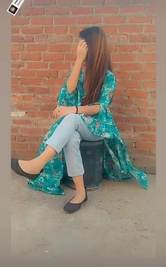 Cute Girl Poses, Girl Photo Poses, Girl Photography Poses, Cute Selfies Poses, Girls Selfies, Stylish Girls Photos, Stylish Girl Pic, Pakistani Dresses Party, Stylish Dpz