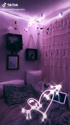 hippie room decor 676243700285941552 - Super cute and easy to make! Source by ursamajoredits Cute Room Ideas, Cute Room Decor, Diy Teen Room Decor, Neon Room Decor, Room Ideas Bedroom, Bedroom Decor, Girls Bedroom, Bedrooms, Diy Room Decor Videos