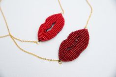 The kiss necklace - retrò inspiration/ mothers gift, woman gift, for her  This necklace was made of red glass beads sewn one to one, and ensembled with a gold color brass chain.  It is a cheerful necklace that gives a touch of color and a retro look.  You can find so many articles of retro inspiration in my store AMORETRO: https://www.etsy.com/es/shop/Amoretro?ref=shop_sugg  If you want your jewelry to last, I highly recommend taking basic care of it: you ca...