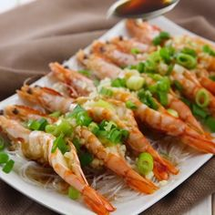 【Steamed Garlic Prawns with Vermicelli Noodles (Video)】 Have you tried this traditional Chinese dish, steamed garlic prawns with vermicelli noodle. Steam Recipes, Fish Recipes, Seafood Recipes, Asian Recipes, Cooking Recipes, Chinese Prawn Recipes, King Prawn Recipes, Chinese Steamed Fish, Chinese Dishes Recipes