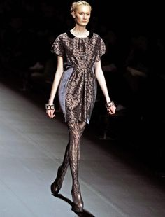 Creación de la diseñadora japonesa Tamae Hirokawa. Una de las mejores referentes de la moda futurista.