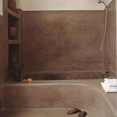 Inside your home inspiration for bathroom walls in tadelakt Concrete Bathroom, Bathroom Spa, Bathroom Interior, Bathroom Laundry, Bad Inspiration, Bathroom Inspiration, Polished Plaster, Tadelakt, Relaxation Room