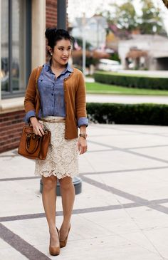 White embroidered lace skirt, thin tan belt, tan cardigan, jean skirt with rolled up sleeves, and tan heels. Cream Lace Skirt, White Lace Skirt, Chiffon Skirt, Lace Skirt Outfits, Lace Shorts, Spring Summer Fashion, Autumn Winter Fashion, Classy Outfits, Casual Outfits