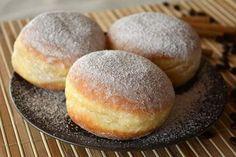 Puha fánkot szeretnél, de nincs kedved dagasztani? Mutatunk egy elsöprően jó receptet Food Cakes, Hamburger, Cake Recipes, Gem, Cooking Recipes, Muffin, Bread, Cookies, Bomboloni