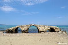 Zakynthos. Ruiny weneckiego mostu w Argassi. - foto: wnieznane.pl