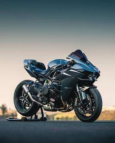 Monsters exist but they are too few in number! Moto Ninja, Ninja Motorcycle, Ninja Bike, Motorcross Bike, Futuristic Motorcycle, Moto Bike, Motorcycle News, Motorcycle Quotes, Triumph Motorcycles