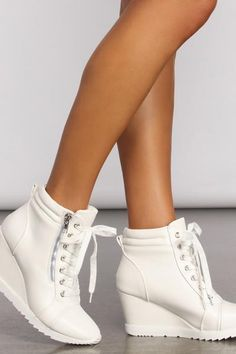 Wedge Sneakers Style, White Wedge Sneakers, White Wedge Heels, White Leather Shoes, Leather Wedges, Shoe Boutique, Sneaker Heels, Shopping Day, Sneakers For Sale