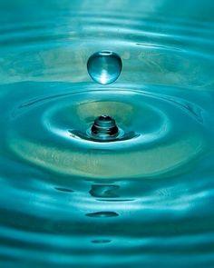 Aqua Blue Water Drops Ripples and Refelctions Shades Of Turquoise, Turquoise Water, Aqua Blue, Shades Of Blue, Turquoise Rings, Vintage Turquoise, Azul Tiffany, Tiffany Blue, Foto Macro