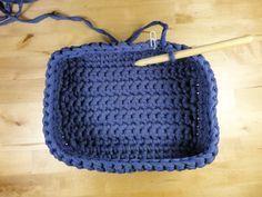 in Spanish but photos Crochet Woman, Love Crochet, Diy Crochet, Crochet Stitches, Crochet Patterns, Crochet Storage, Crochet Sunflower, Crochet Market Bag, Crochet Decoration
