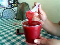 Como preparar brillo de fresa  para pastel o nieve. Sin gelatina, con vino blanco y fresas naturales.