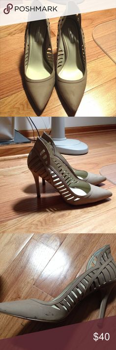9ca5914b14416d BCBG Nude Point Toe Heel worn once