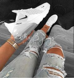 Enjoy your Nike Air Max 270 for only € What are you waiting for? Moda Sneakers, Sneakers Mode, Sneakers Fashion, Shoes Sneakers, Women's Shoes, Cute Addidas Shoes, Sneakers Workout, Yeezy Sneakers, Workout Shoes