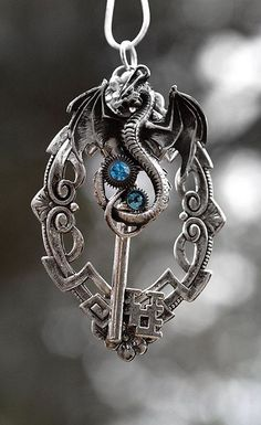 Key to my heart Dragon necklace, great!