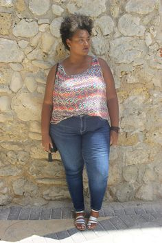 I'm always looking for the perfect pair of denim jeans. For me they are closet staples every woman needs in their wardrobe. Curvy Fashion, Plus Size Fashion, Mode Plus, Every Woman, Instagram Fashion, Jogging, Denim Jeans, Curves, Closet Staples