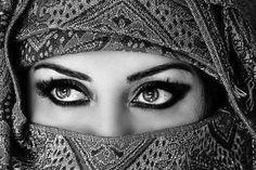 Sebaiknya Wanita Tahu Ini 6 Dandanan yang Membuatmu Dilaknat Allah http://ift.tt/2pGMWBO  Tidak bisa dipungkiri wanita selalu ingin tampis cantik dan terlihat modis. Namun tidak semua dandanan muslimah itu diperbolehkan atau mengandung unsure haram. Untuk itu wanita di harapkan hati-hati sekali untuk melangkah karena salah-salah dan tidak sepengetahuannya apa yang dikenakan atau yang digunakan oleh wanita merupakan hal yang haram.  ilustrasi dandanan muslimah  Wanita sebaiknya menjaga diri…